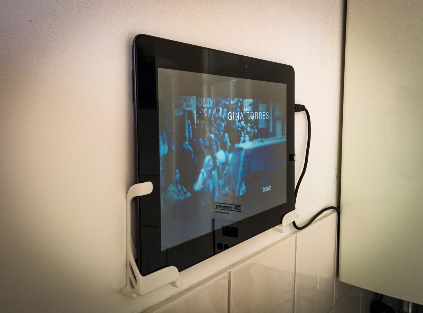 Tablet wall mount